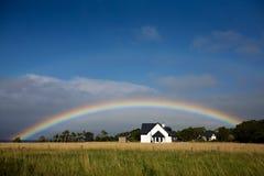 Regenboog in het Platteland Stock Foto's
