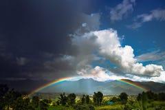 Regenboog na het onweer Stock Foto's