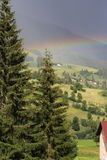Regenboog na onweersbui Stock Foto