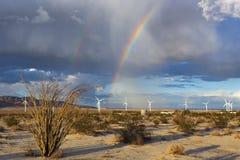 Regenboog, ocotillo, en windturbines in de woestijn stock foto's
