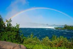 Regenboog op dalingen Niagara Royalty-vrije Stock Foto's