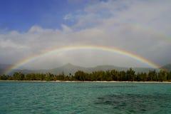 Regenboog over Benitiers-Eiland, Mauritius Stock Foto