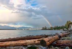 Regenboog over de Stad van Vancouver Stock Foto's