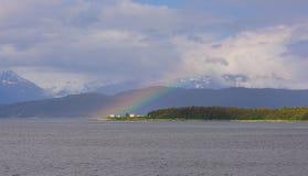Regenboog over de Vuurtoren van de Puntterugtocht stock afbeelding