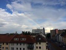 Regenboog over Frankfurt Stock Fotografie
