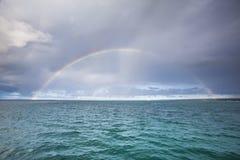 Regenboog over het overzees Royalty-vrije Stock Foto's