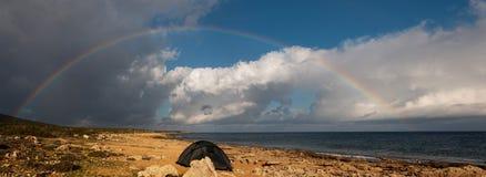 Regenboog over het overzees Stock Foto's