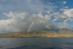 Regenboog over Lahaina, Maui stock fotografie