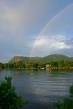 Regenboog over mont-heilige-Hilaire Stock Foto's