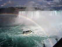 Regenboog over Niagara Falls Stock Foto's