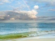 Regenboog over oceaan Royalty-vrije Stock Foto's