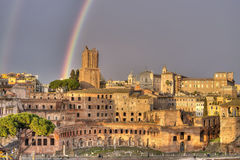 Regenboog over Rome Stock Afbeelding