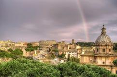 Regenboog over Rome Stock Foto