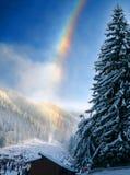 Regenboog over winters landschap Stock Afbeeldingen