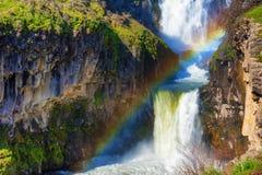 Regenboog over Witte Rivierwaterval in Oostelijk Oregon Stock Afbeelding