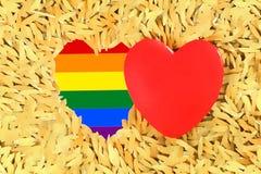 Regenboog Rood hart en de vrolijke de trotsvlag van LGBT Stock Foto