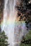 Regenboog in Yosemite stock afbeelding