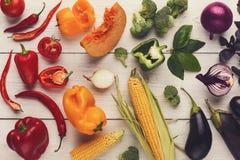 Regenboogachtergrond met veel kleurrijke groenten Royalty-vrije Stock Afbeeldingen