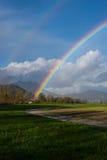 Regenboogboog na de de herfstregen Stock Afbeeldingen