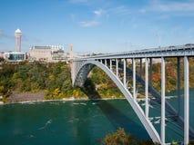 Regenboogbrug bij Niagara-Dalingen, de V.S. stock foto