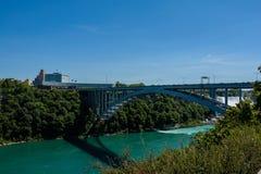 Regenboogbrug op grens van Canada en Verenigde Staten stock foto's