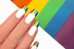 Regenboogmanicure stock afbeelding