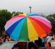 Regenboogparaplu in Pride Parade Edmonton 2018 Stock Fotografie