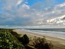 Regenboogstrand - de poortstad aan Fraser Island royalty-vrije stock foto's