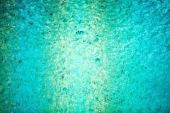 Regendruppels in het zwembad Royalty-vrije Stock Foto's
