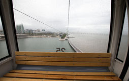 Regendruppels op de kabelbaan van de glascabine in Lissabon portugal Royalty-vrije Stock Fotografie