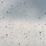 Regendruppels op een glas royalty-vrije stock foto