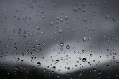 Regendruppels op het venster Regenachtig weer, regen Stock Fotografie