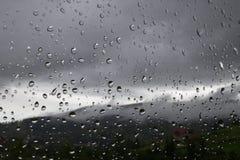 Regendruppels op het venster Regenachtig weer, regen Royalty-vrije Stock Foto's