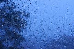 Regendruppels op venster Royalty-vrije Stock Foto's