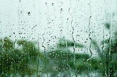 Regendruppels op vensterglas, achtergrond Stock Afbeelding