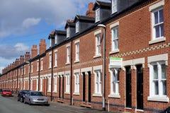Regenererad gata av terrasserade hus in Fylla på med bränsle-på-Trent, England Arkivbilder