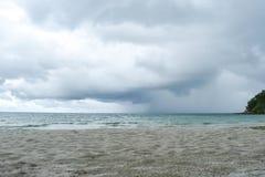 Regenonweer van het overzees In de avond royalty-vrije stock afbeelding