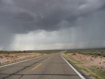 Regenonweren op de weg opnieuw Royalty-vrije Stock Foto