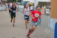 Regensburg, Bavaria, Niemcy, Sierpień 06, 2017, 28th Regensburg Triathlon 2017, biegacz na dom rozciągliwości Obrazy Royalty Free