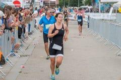 Regensburg, Bavaria, Niemcy, Sierpień 06, 2017, 28th Regensburg Triathlon 2017, biegacz na dom rozciągliwości Obrazy Stock