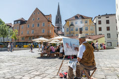 Regensburg, Bavaria, Niemcy, Sierpień 05, 2017, artysta maluje obrazek od Regensburg, Niemcy Fotografia Royalty Free