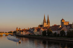Regensburg am Sonnenuntergang lizenzfreie stockfotografie