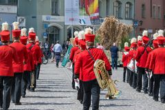 Regensburg Tyskland, Mai 10, 2018, Maidult procession i Regensburg, Tyskland royaltyfri foto