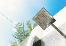 Regenschauer im Freien und blauer Himmel lizenzfreie stockbilder