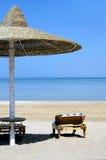 Regenschirm auf Meer, Ägypten Lizenzfreies Stockfoto