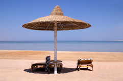 Regenschirm auf Meer, Ägypten Lizenzfreies Stockbild
