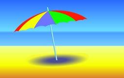 Regenschirm auf sonnigem Strand Stockfotos