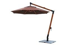 Regenschirm benutzt mit Gartenmöbeln Stockbilder