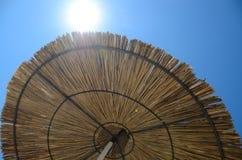 Regenschirm am Ferienzentrum Lizenzfreie Stockfotos