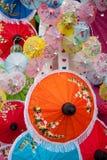 Regenschirm hergestellt vom Papier/vom Gewebe. Künste Stockfotos
